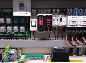 Fabricación de cuadros eléctricos, con maniobras específicas por el cliente